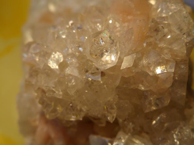 bergkristall apophyllit mit stilbit edelsteine. Black Bedroom Furniture Sets. Home Design Ideas
