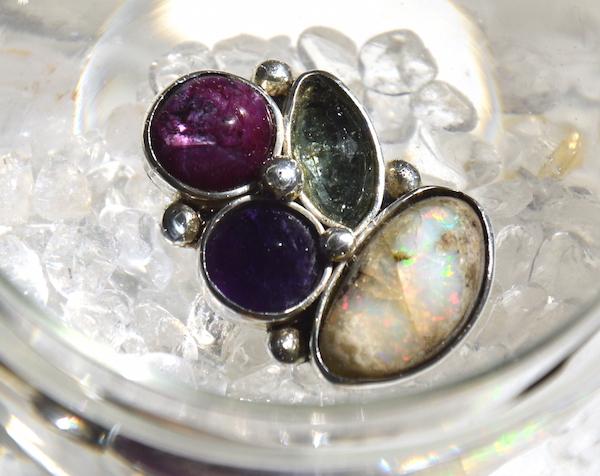 opal edelopal wei lightopal heilsteine edelsteine opale heilsteine wirkung und. Black Bedroom Furniture Sets. Home Design Ideas