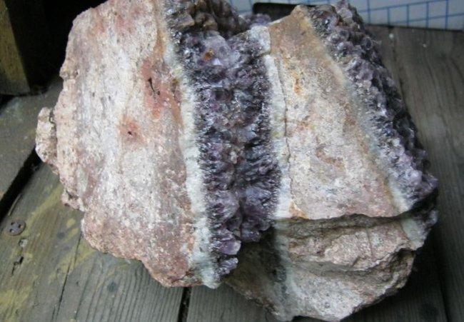 amethyst in porphyr bei d bra steine edelsteine mit geschichte und eigene sch tze. Black Bedroom Furniture Sets. Home Design Ideas