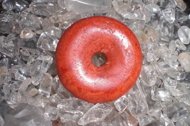 Rote schaumkoralle steine edelsteine mit geschichte und for Rote wandfarbe wirkung