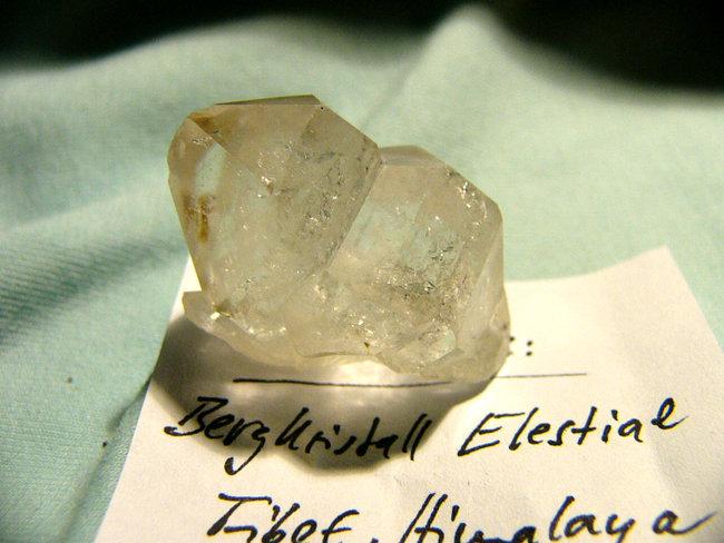 bergkristall elestial heilsteine edelsteine bergkristall heilsteine informationen und. Black Bedroom Furniture Sets. Home Design Ideas
