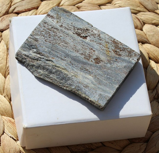 ROUGH ISUA STONE, GREENLAND (OLDEST STONE!) 29.7g 1.jpg
