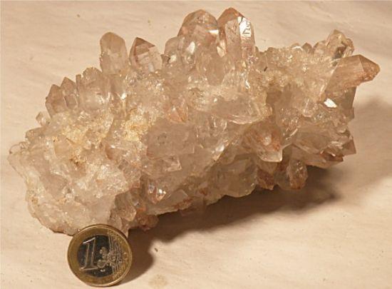 bergkristall stufe heilsteine edelsteine bergkristall heilsteine wirkung und bedeutung. Black Bedroom Furniture Sets. Home Design Ideas