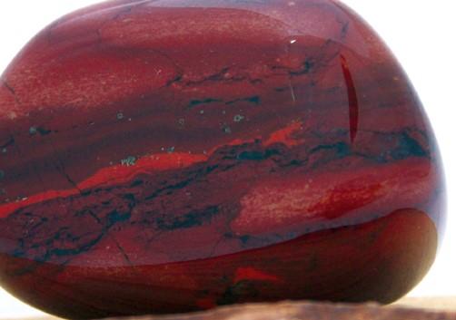 Roter jaspis oder bildjaspis edelsteine steine namen for Rote wandfarbe wirkung