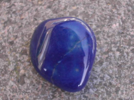 blauer achat oder blauquarz edelsteine steine namen bestimmen wie heisst der stein. Black Bedroom Furniture Sets. Home Design Ideas